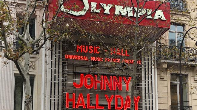 Deux ans après sa mort, le nom de Johnny trône à nouveau sur la façade de l'Olympia