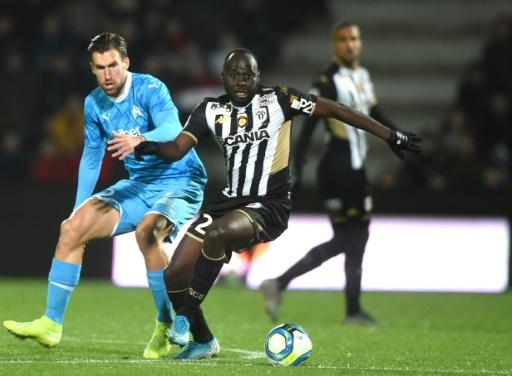 Ligue 1: Marseille, solide dauphin, s'impose sans forcer à Angers