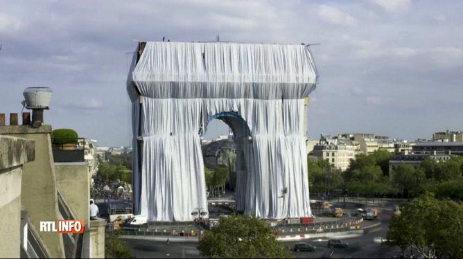 L'Arc de triomphe à Paris a été empaqueté !