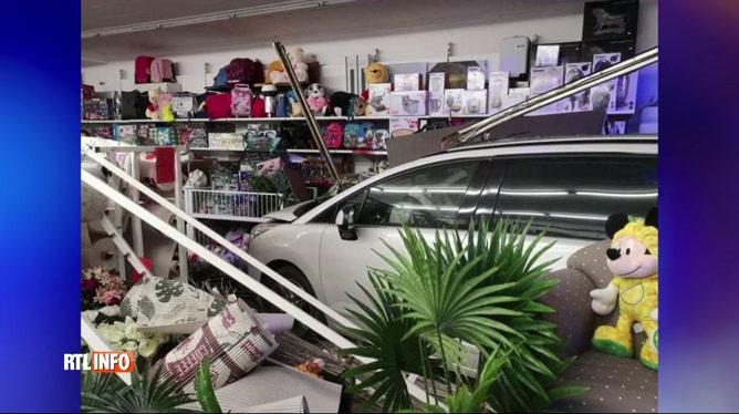 Ransart: une voiture s'encastre dans la vitrine d'un magasin