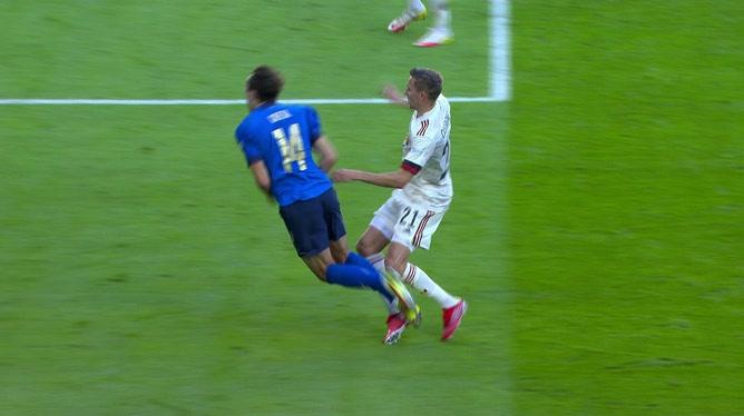 Berardi enfonce le clou sur penalty (2-0)