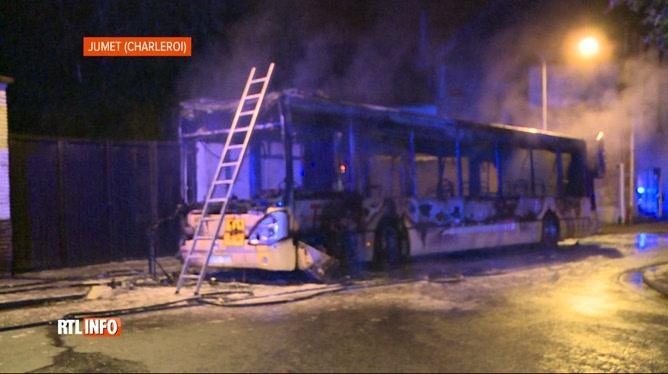 Un bus des TEC prend feu accidentellement tôt ce matin à Jumet