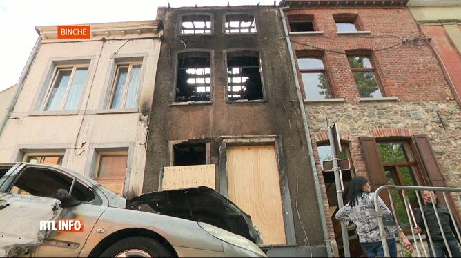 Une maison détruite par un incendie à Binche : les pompiers en colère