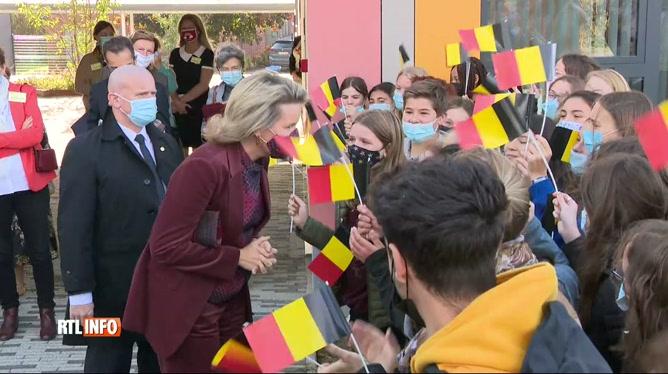 La reine Mathilde à la rencontre d'élèves à Perwez